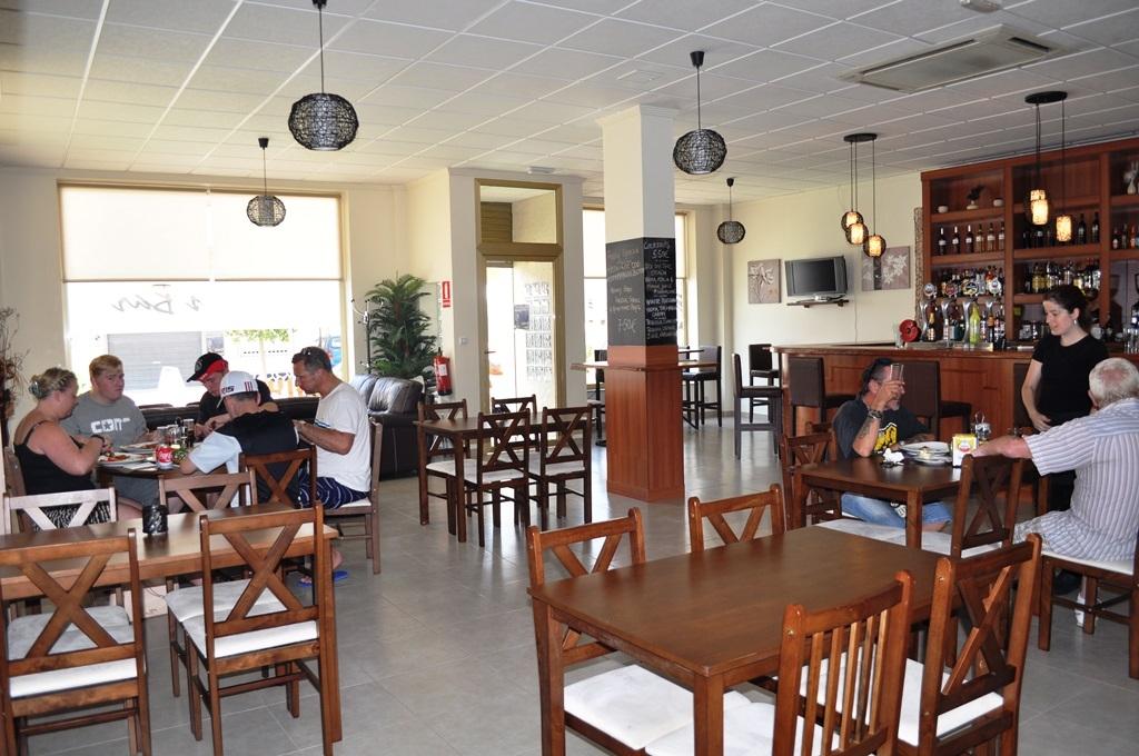 Honey's Bar and restaurant in Roldán