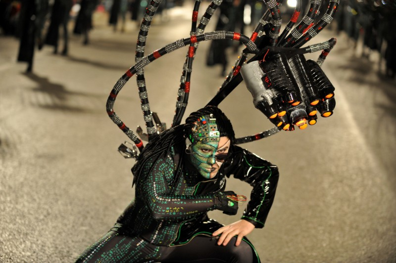 High tech glamour steals the show at Águilas carnival as external peñas parade