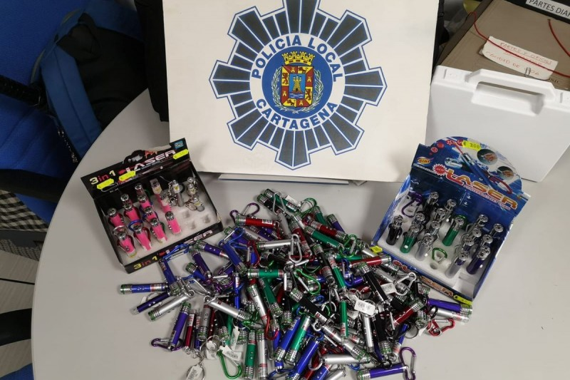 <span style='color:#780948'>ARCHIVED</span> - Illegal laser pointers confiscated from 2 shops in La Manga