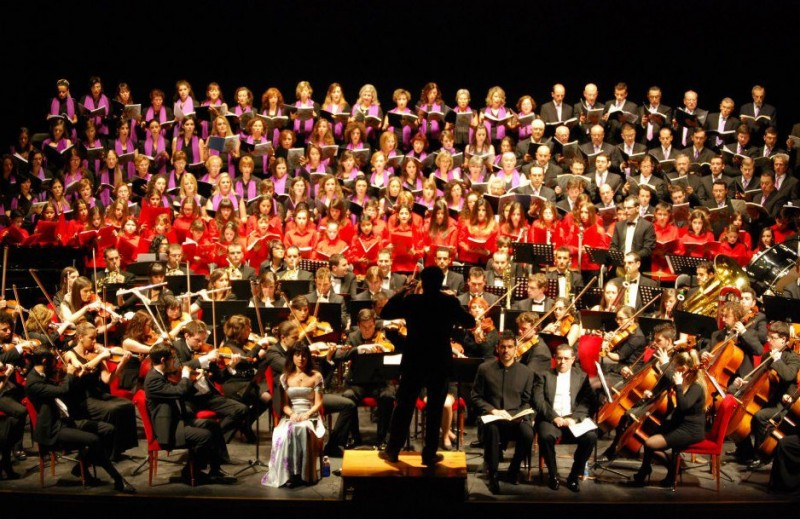 <span style='color:#780948'>ARCHIVED</span> - 6th September, open-air performance by 400-strong choir at the start of the September fiestas in Murcia