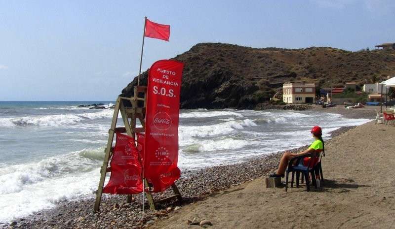 <span style='color:#780948'>ARCHIVED</span> - Red no bathing flags at 15 Costa Cálida beaches on Tuesday