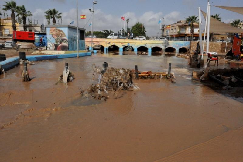 Video Gota Fría September 2019 Los Alcazares debris and cars washed up against bridge
