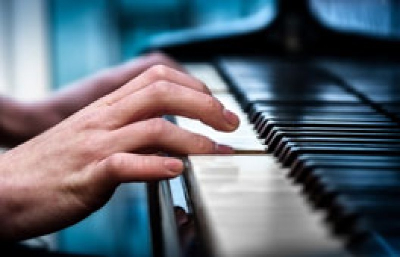 Learn Music. Piano, keyboards and saxophone classes with Nicky Vince in Los Alcázares