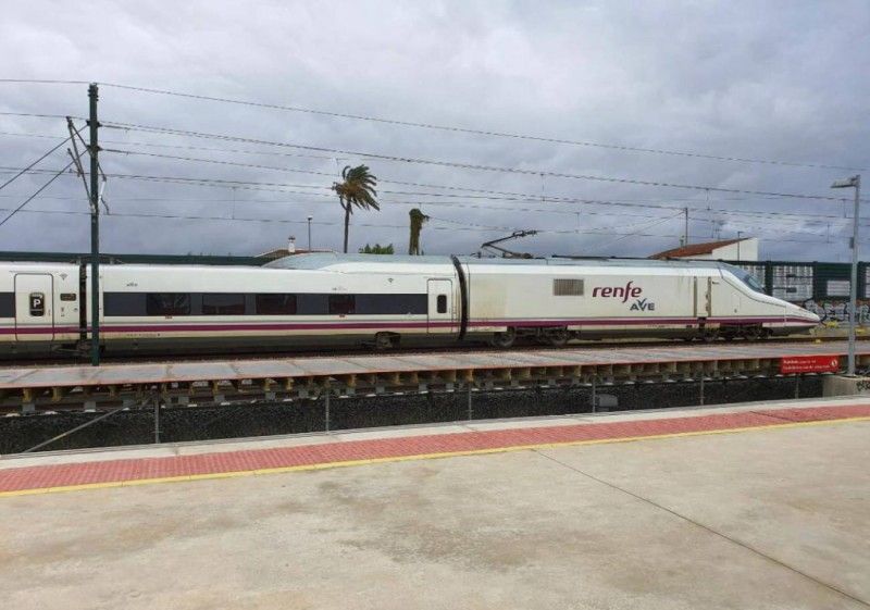 <span style='color:#780948'>ARCHIVED</span> - First AVE high-speed train arrives in the Region of Murcia as tracks are tested