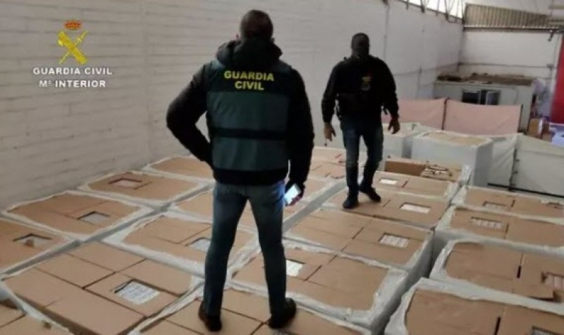 <span style='color:#780948'>ARCHIVED</span> - 2.17 million euros' worth of counterfeit branded cigarettes seized in Cordoba, Andalusia