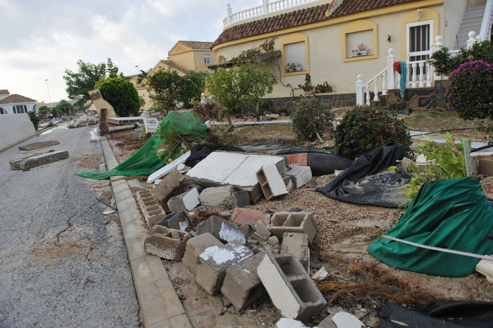 <span style='color:#780948'>ARCHIVED</span> - Camposol clean up underway following floods