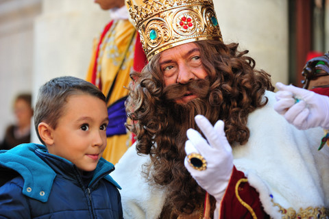 <span style='color:#780948'>ARCHIVED</span> - Parade times for the Three Kings processions on the 5th