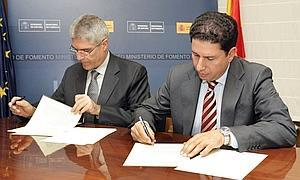 <span style='color:#780948'>ARCHIVED</span> - Formal agreement signed between Fomento and the Region of Murcia reference Corvera.